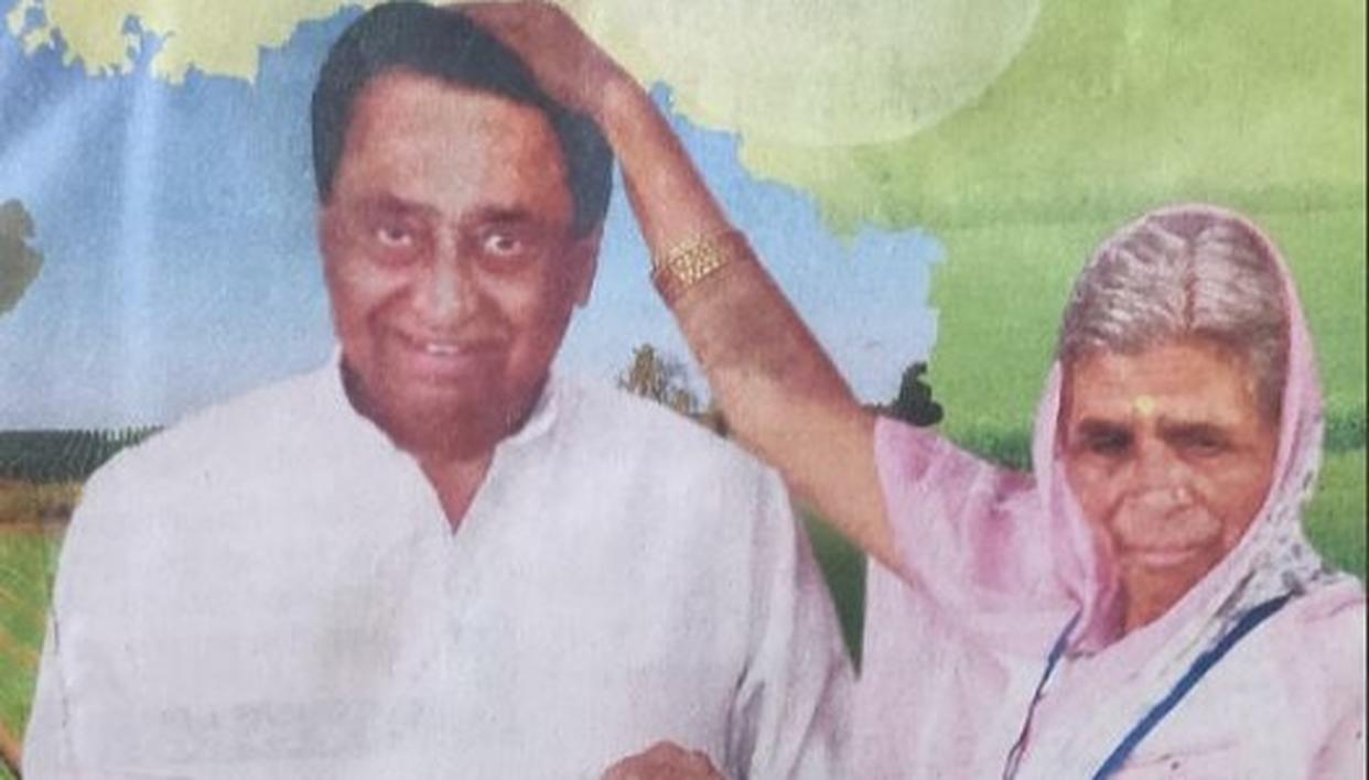 KAMAL NATH FACES BACKLASH FROM NETIZENS AFTER 'THIRD HAND' SEEN IN THE PICTURE PROMOTING LOAN WAIVER SCHEME . HERE'S WHAT HAPPENED