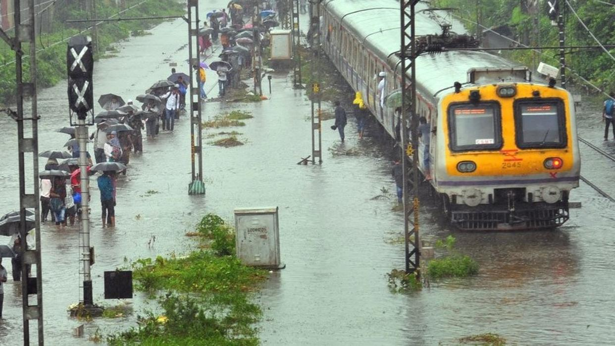 HEAVY RAINFALL BRINGS MUMBAI TO STANDSTILL, PUBLIC HOLIDAY DECLARED AND TRAFFIC, TRAIN SERVICES AFFECTED. LIVE UPDATES HERE