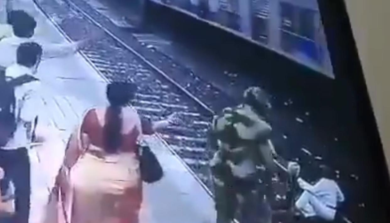 BRAVE RAILWAY POLICE OFFICERS SCUPPER SUICIDE ATTEMPT AT MUMBAI CENTRAL STATION, VIDEO EMERGES