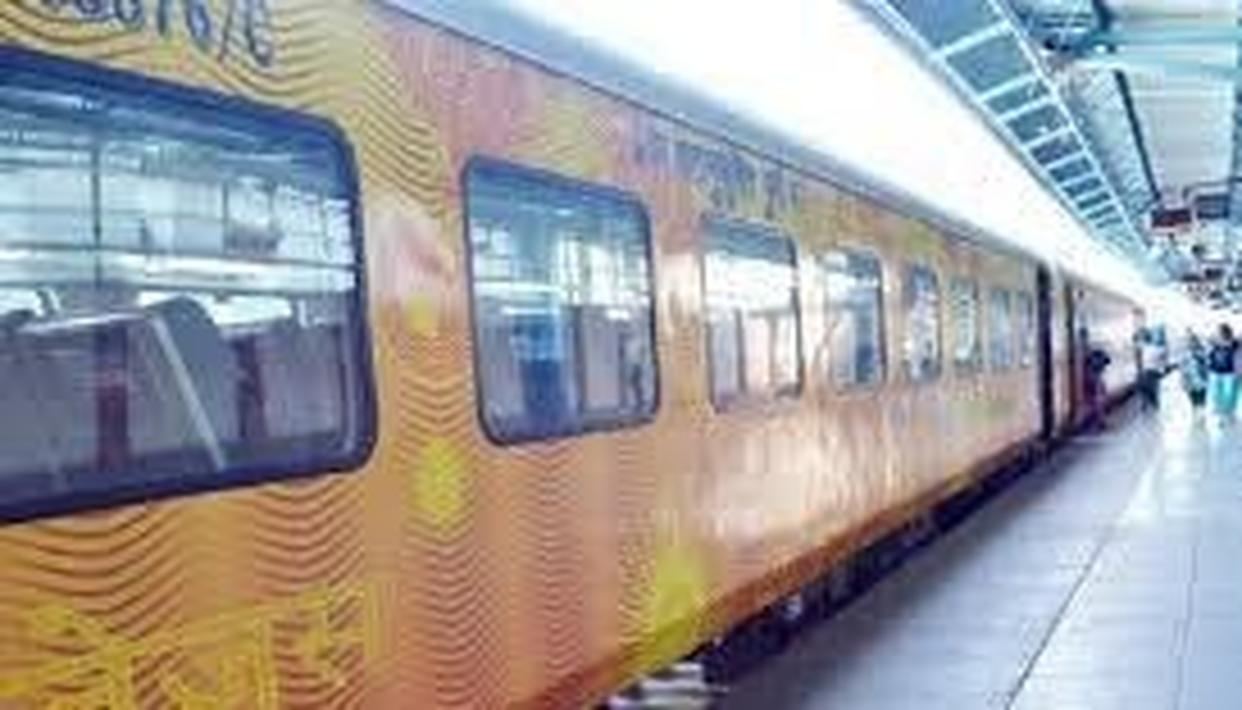 DELHI-LUCKNOW TEJAS EXPRESS SET TO BE FIRST TRAIN TO BE RUN BY PRIVATE OPERATORS