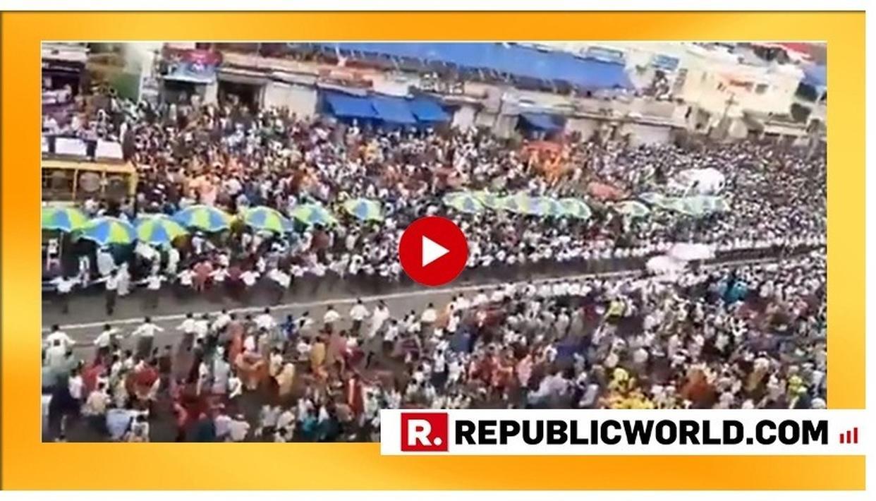 JAGANNATH PURI RATH YATRA: 1200 VOLUNTEERS FORM A HUMAN CHAIN TO ENSURE FREE PASSAGE OF AMBULANCE
