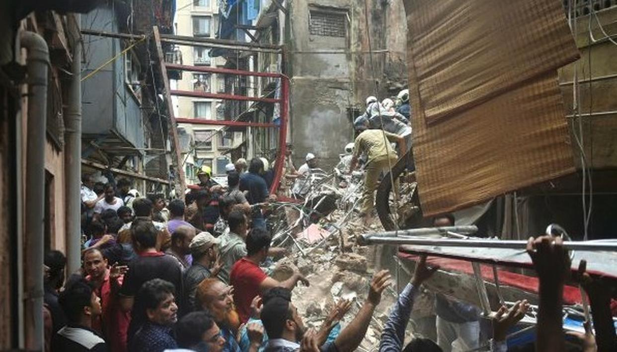MUMBAI BUILDING COLLAPSE: NARROW LANES AND CONGESTION HAMPER RESCUE OPERATION AT COLLAPSE SITE