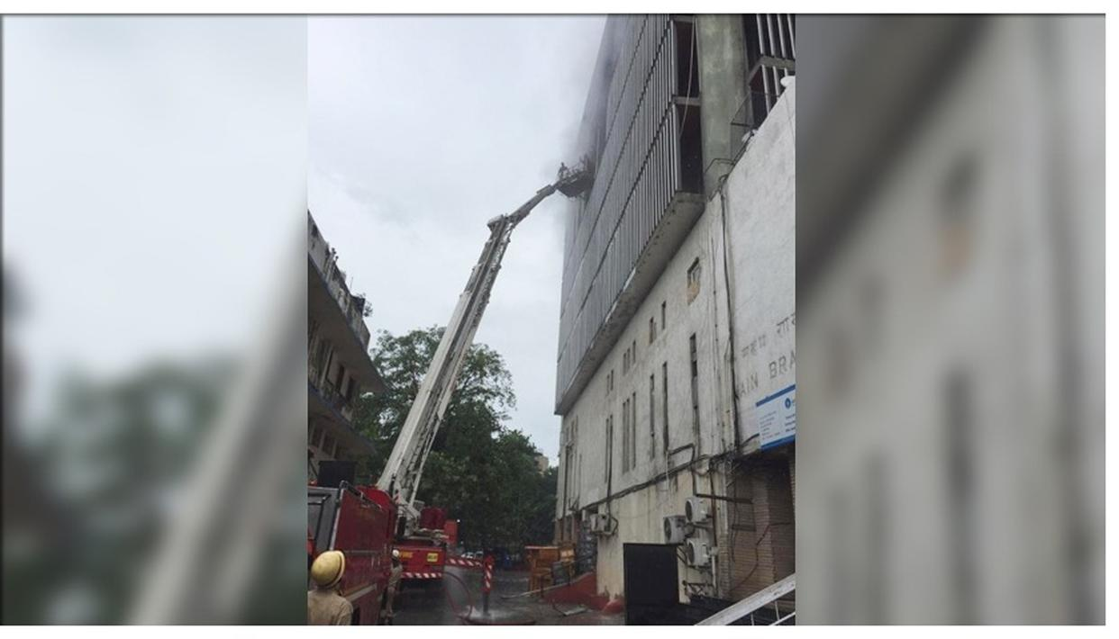 FIRE BREAKS OUT AT SBI BUIDING IN DELHI, NO CASUALTIES REPORTED