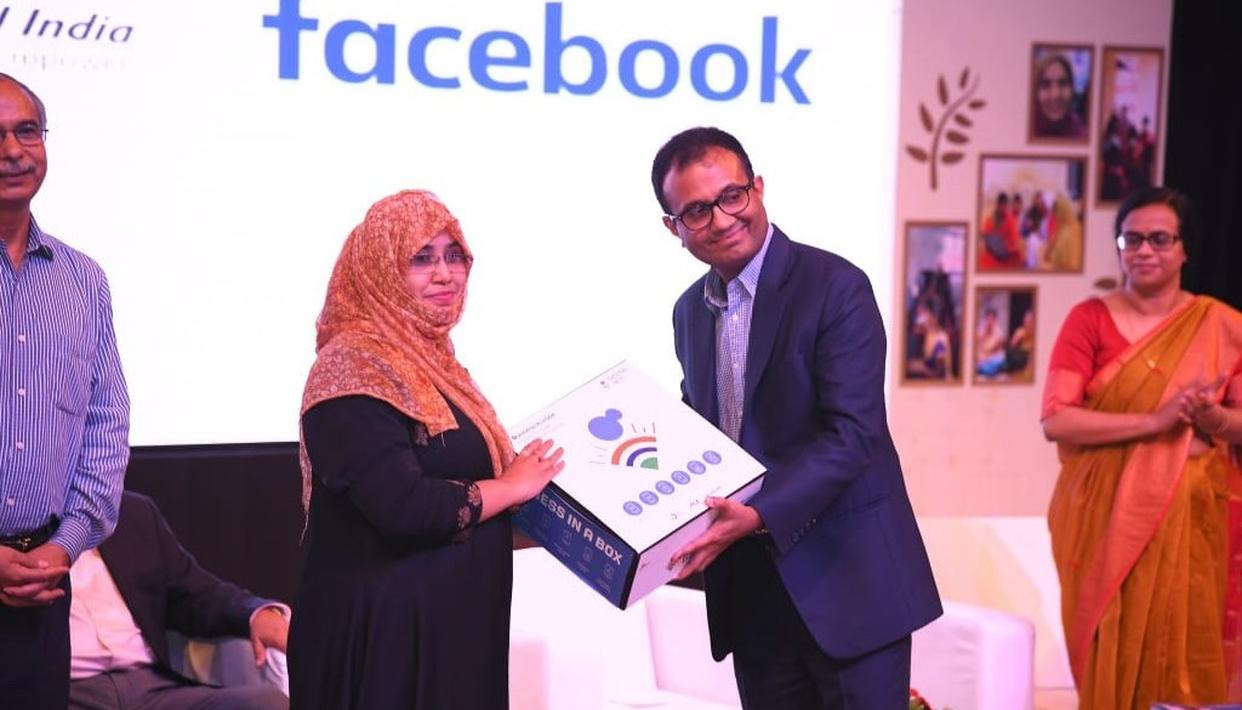 """FACEBOOK AND CSC ACADEMY TO PROVIDE DIGITAL TRAINING IN OVER 3000 VILLAGES AS PART OF """"DIGITAL INDIA"""" INITIATIVE"""
