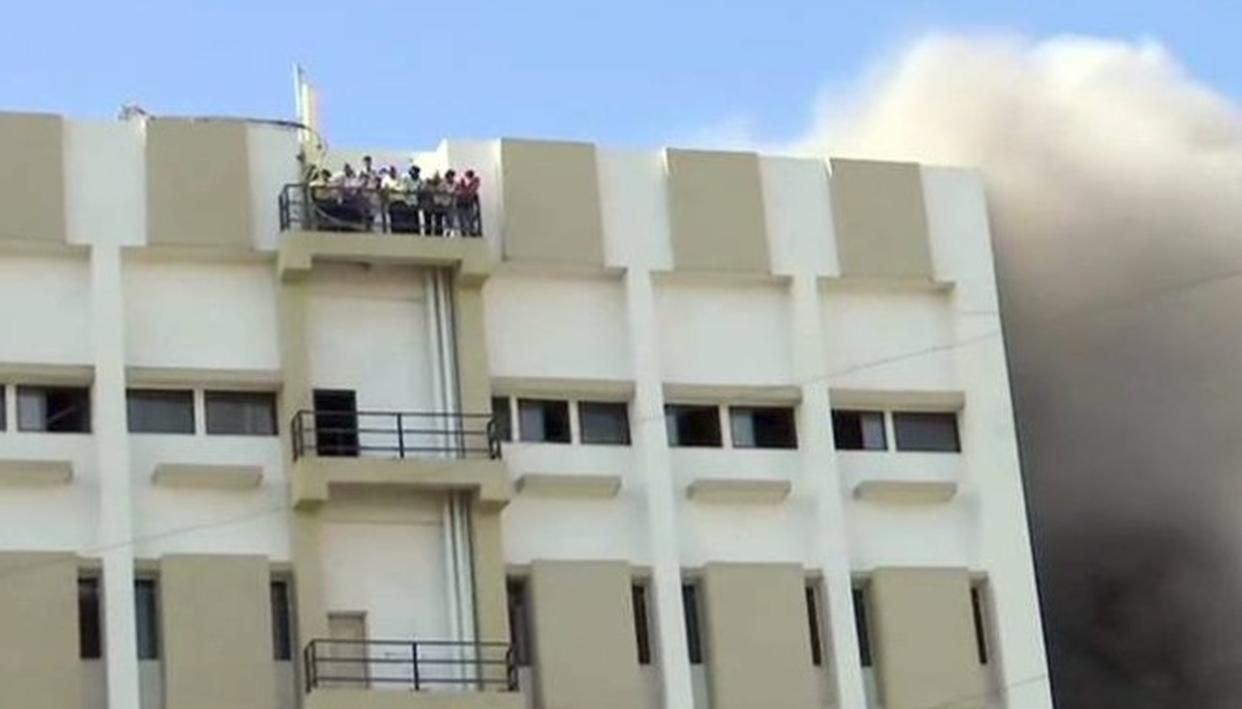 FIRE BREAKS OUT IN COMMERCIAL BUILDING IN MUMBAI'S BANDRA, RESCUE OPERATIONS UNDERWAY, PEOPLE FEARED TRAPPED