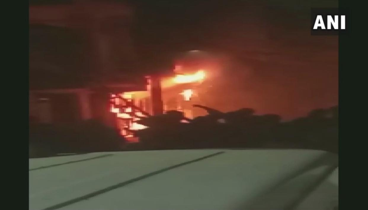 MASSIVE FIRE BREAKS OUT IN DELHI'S OKHLA AREA, SEVERAL KILLED AND INJURED