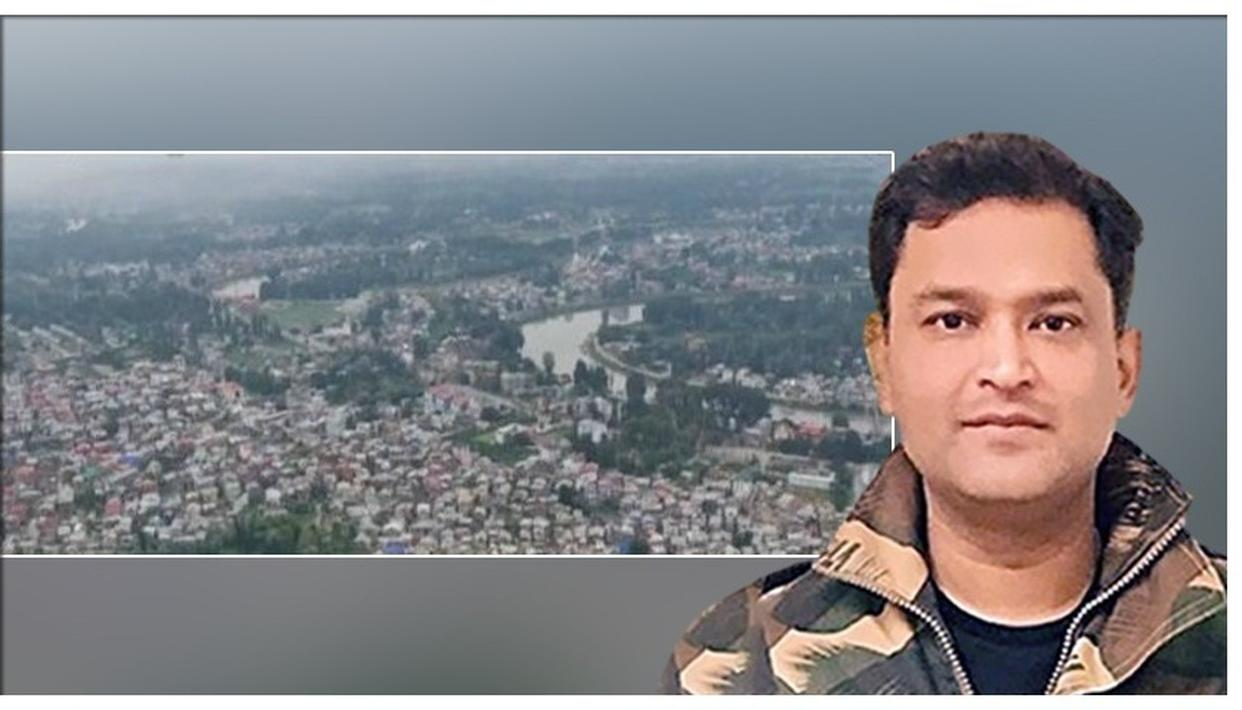 MAJOR GAURAV ARYA CALLS OUT BBC'S FAKE NEWS AND HYPOCRISY ON KASHMIR, TWEETS AERIAL VIEW OF PEACEFUL EID