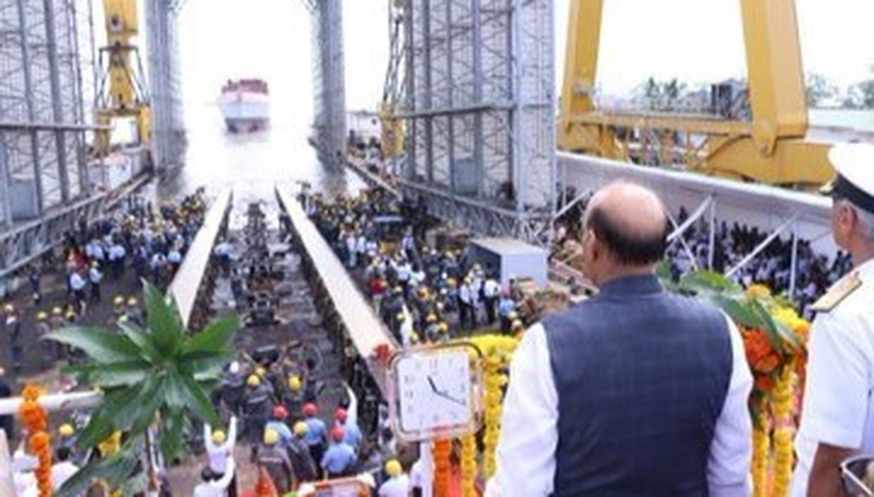 रक्षा मंत्री राजनाथ ने आईएनएस नीलगिरि का किया जलावतरण