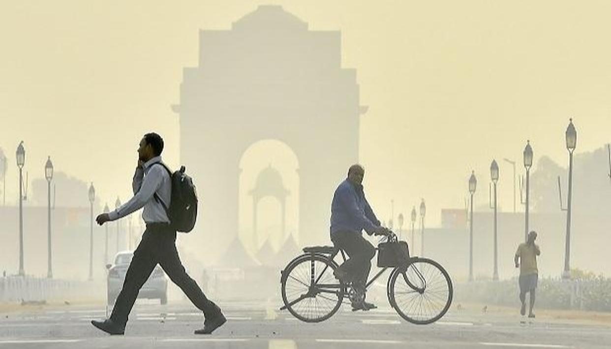 दिवाली पर दिल्ली में प्रदूषण चरम पर, कई इलाकों में वायु गुणवत्ता की स्थिति गंभीर