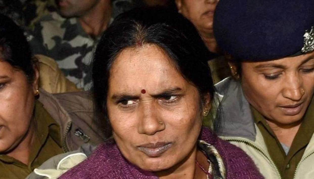 निर्भया के परिवार ने किया मुठभेड़ का स्वागत, थरूर ने न्यायेतर हत्याओं के प्रति सचेत रहने को कहा