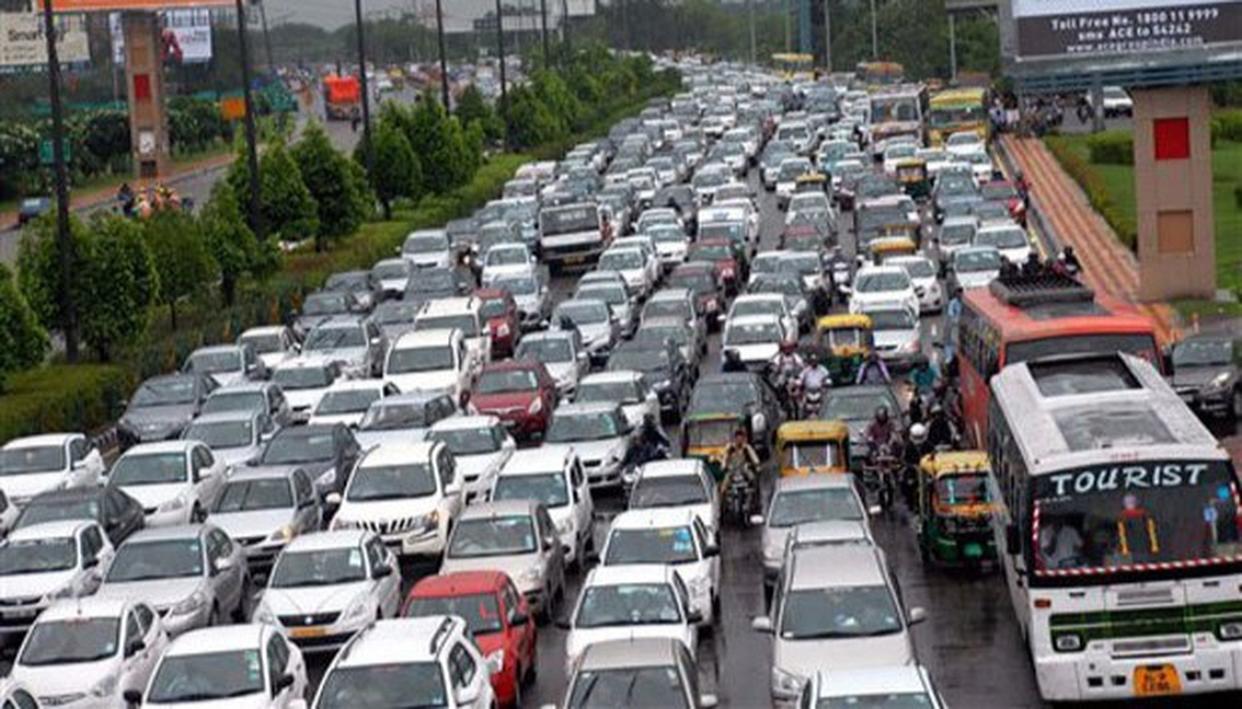 दिल्ली में यातायात प्रबंधन में तकनीकी इस्तेमाल की अनदेखी से हालात हुए खराब : रिपोर्ट