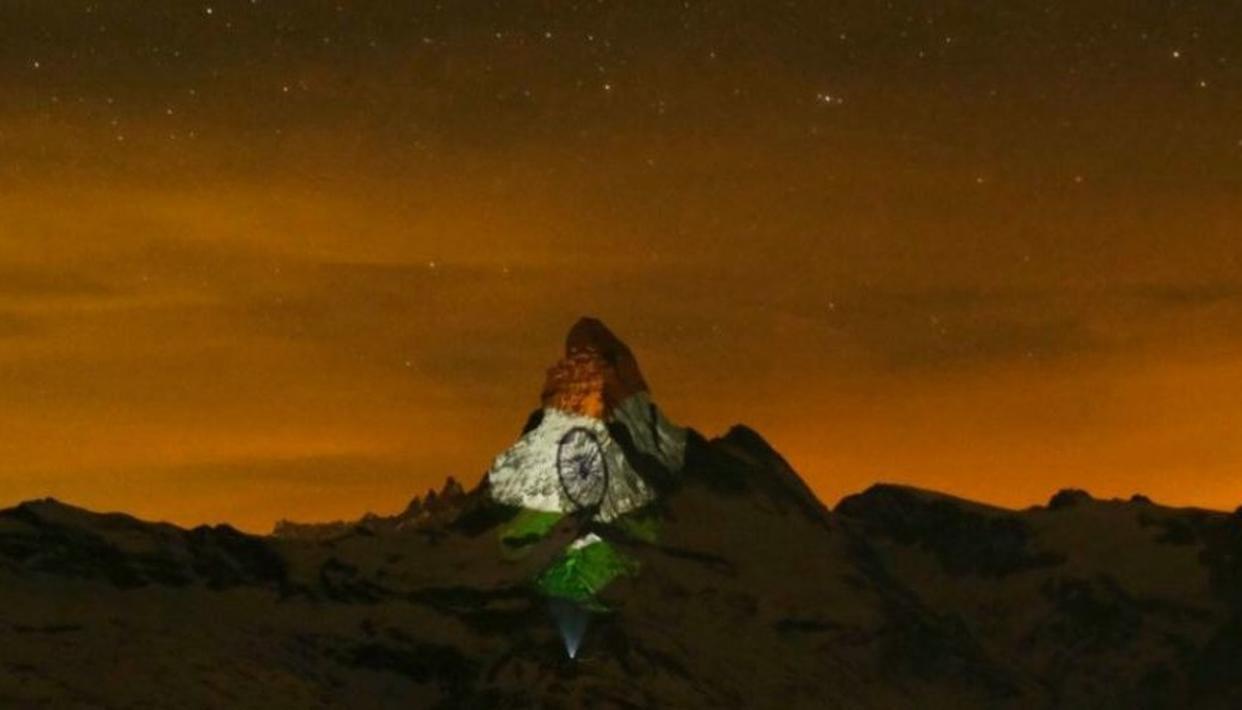 तिरंगे के रंग में रंगा आल्प्स पर्वत, कोरोना से जंग में दी भारत को सलामी