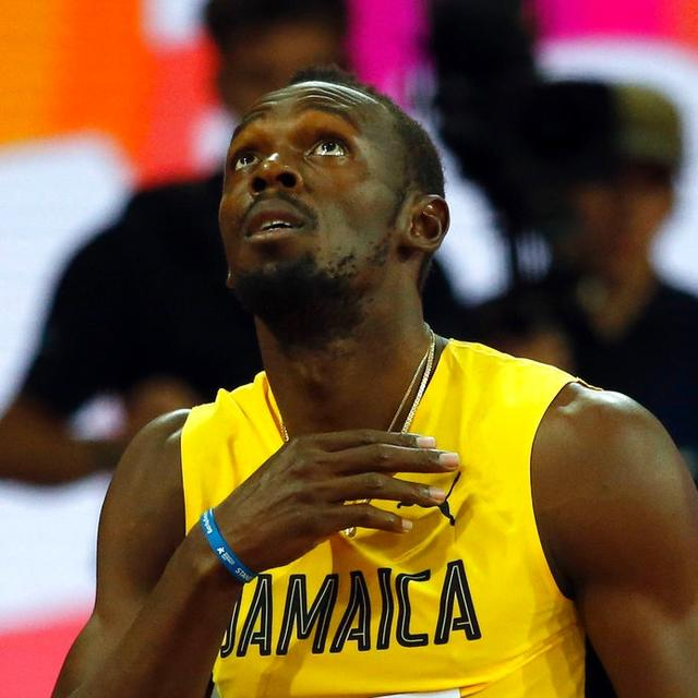 Bolt eases through in the 100m heats in his final World Championships