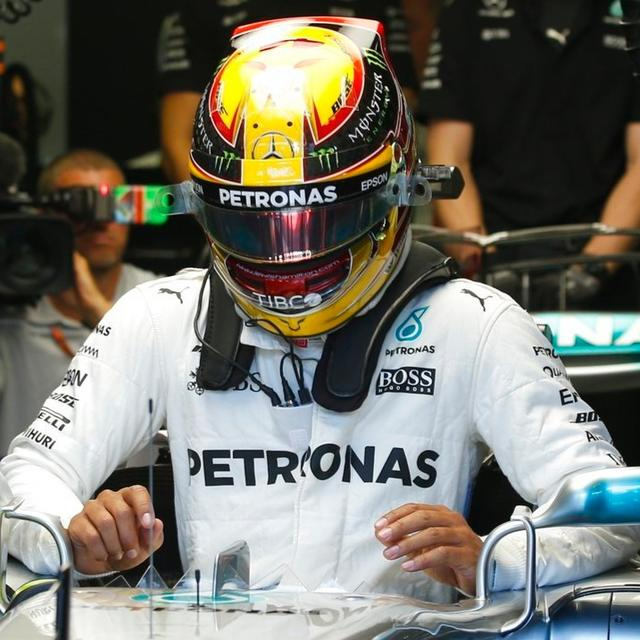 Formula 1: Hamilton runs wide onto the gravel in 2nd Monza practice