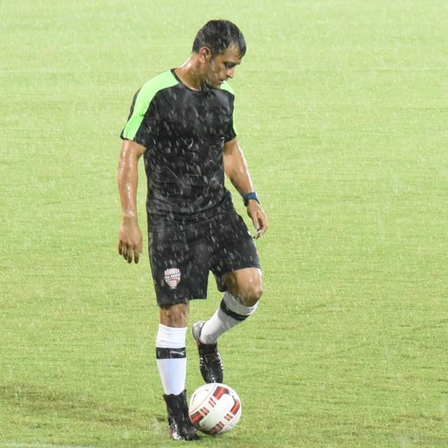 Dhoni steals the show at the Celebrity Clasico