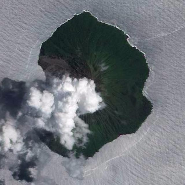 Volcano showers Solomon Islands with ash