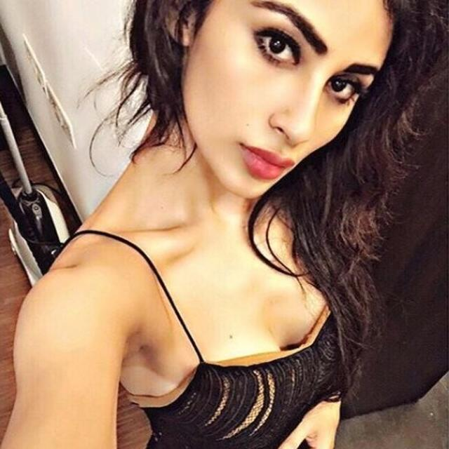 MOUNI LOOKS UNRECOGNISABLE!