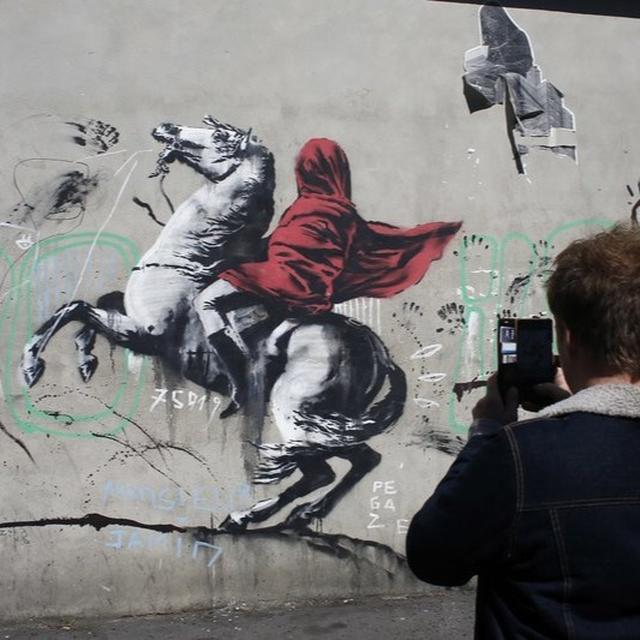 BANKSY PAINTS PARIS