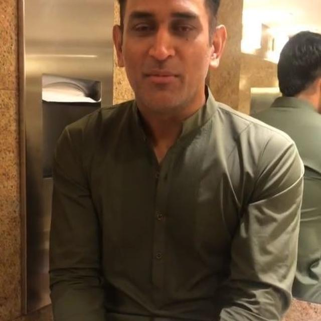 WATCH: DHONI SPEECHLESS WHEN ASKED A QUESTION IN BATHROOM