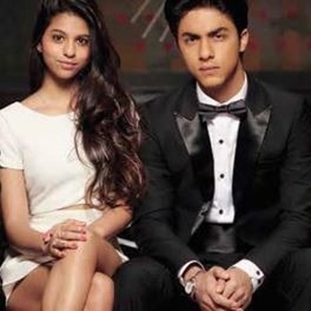 PICTURES OF GAURI, SUHANA AND ARYAN KHAN VACATIONING GO VIRAL