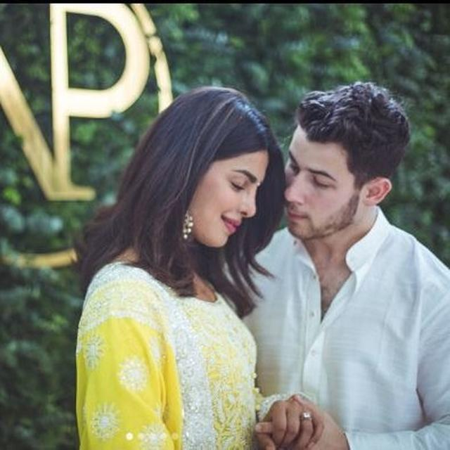 PICTURES : BOLLYWOOD CELEBRITIES ARRIVE AT PRIYANKA-NICK ENGAGEMENT APRTY