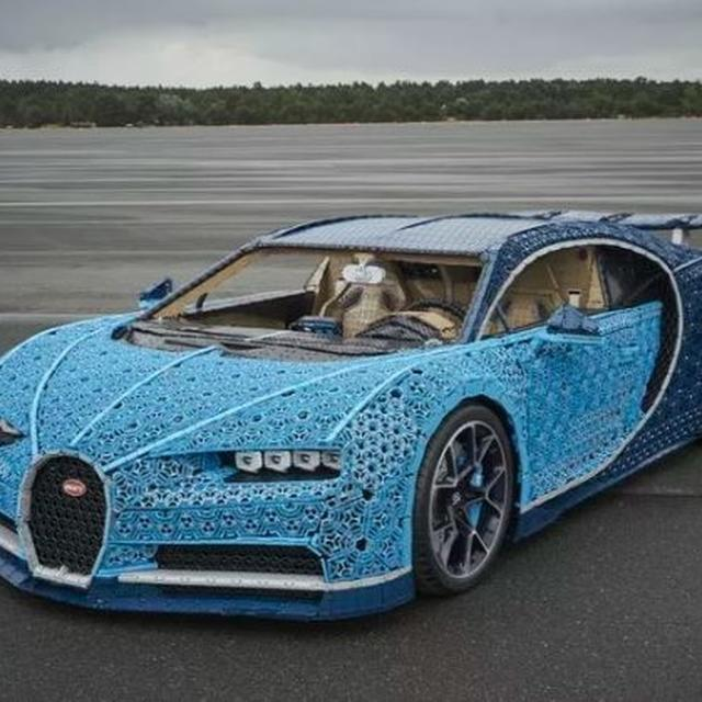 LEGO BUILDS THEIR VERY OWN 'LEGO BUGATTI CHIRON'