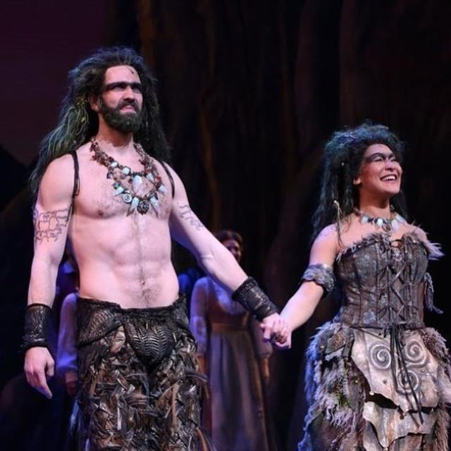BROADWAY ACTOR SNATCHES 'TRUMP 2020' BANNER