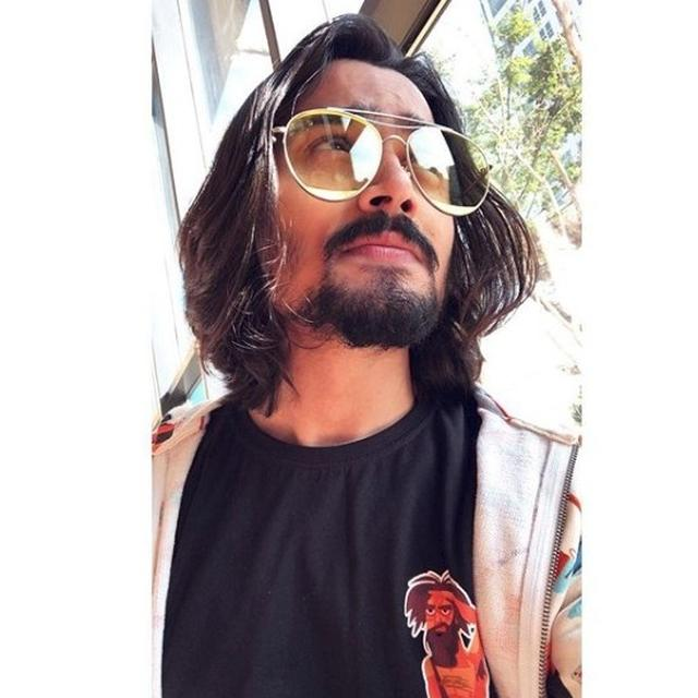 BHUVAN BAM BECOMES THE FIRST YOUTUBER TO REACH 10 MILLION SUBSCRIBERS!