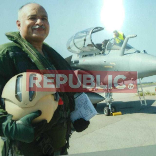 SEE PICS OF AIR MARSHAL NAMBIAR TESTING RAFALE