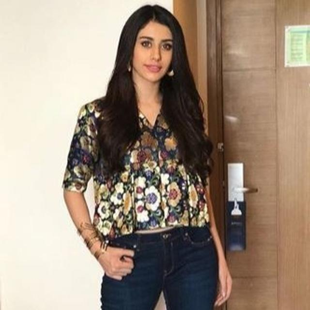 WARINA HUSSAIN TALKS ABOUT HER ACTING DEBUT AHEAD OF 'LOVEYATRI' RELEASE