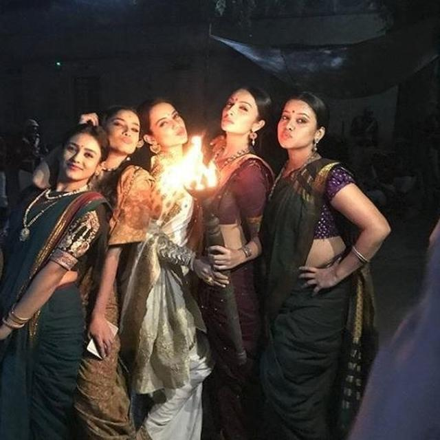 'MANIKARNIKA' GIRLS POUT AND CELEBRATE THE TEASER OF THE FILM