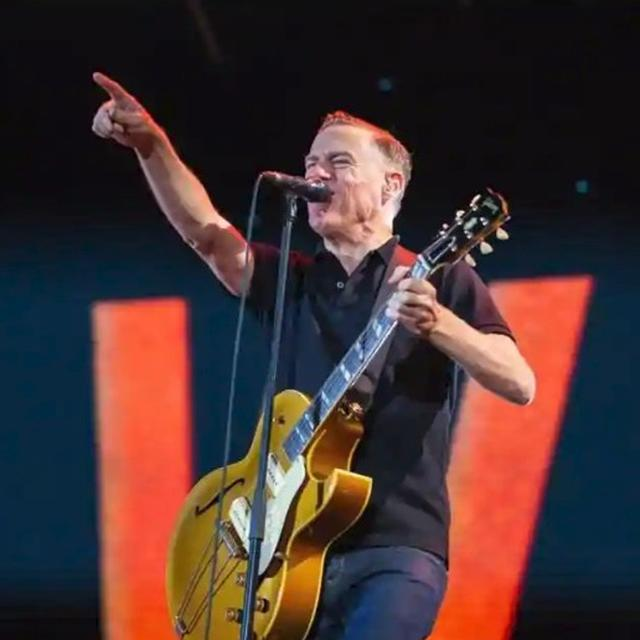 BRYAN ADAMS SURPRISED BY THE DELHI POLLUTION, SHARES A PICTURE OF SMOKE AND DUST
