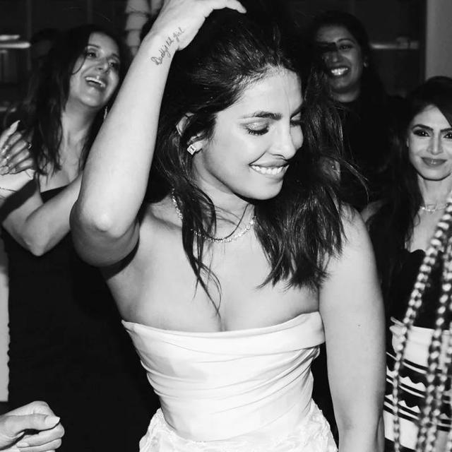 FROM GIFTS TO CAKES, PRIYANKA CHOPRA'S BRIDAL SHOWER WAS ALL ABOUT FASHION FORWARD DESSERTS