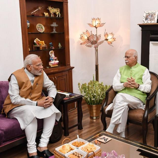 WATCH: PM MODI PAYS A VISIT TO LK ADVANI ON HIS 91ST BIRTHDAY
