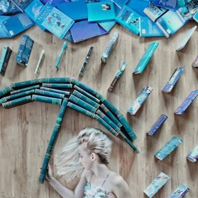 INSTAGRAM USER COMBINES HER LOVE FOR ART AND BOOKS