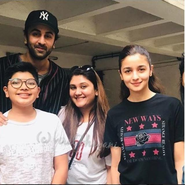 RANBIR KAPOOR AND ALIA BHATT ARE INSEPARABLE, BE IT ON OR OFF THE SETS, HERE'S PROOF