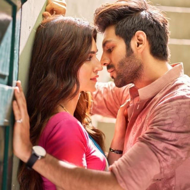 LUKA CHUPPI: TAKE A LOOK AT KRITI SANON AND KARTIK ARYAN'S CRACKLING CHEMISTRY IN THIS FIRST GLIMPSE FROM THE FILM