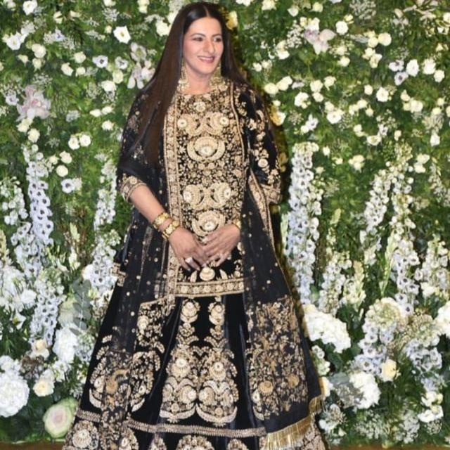 DEEPIKA-RANVEER MUMBAI RECEPTION: MOTHER-IN-LAW ANJU BHAVNANI IS GIVING A TOUGH COMPETITION TO THE BRIDE'S LOOK