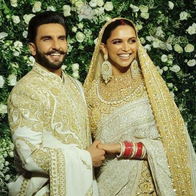 WATCH: RANVEER SINGH ENJOYS A LITTLE DANCE WHILE GREETING THE GUESTS AT HIS MUMBAI RECEPTION