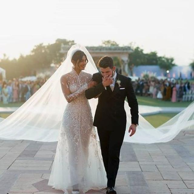 FANS CONGRATULATE PRIYANKA CHOPRA AND NICK JONAS AS THEIR WEDDING PICTURES GO VIRAL IN NO TIME