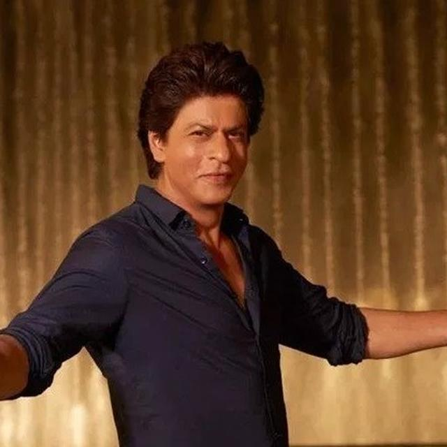 COUPLE VISITS MANNAT IMMEDIATELY AFTER THEIR WEDDING, SHAH RUKH KHAN MAKES IT MORE SPECIAL FOR THEM