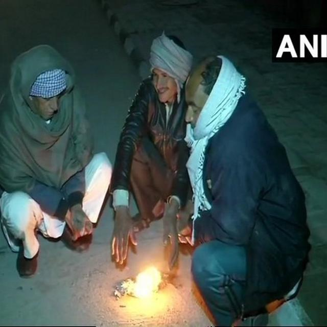 DELHI GRAPPLES WITH COLD WAVE, AIR QUALITY IN 'VERY POOR' CATEGORY