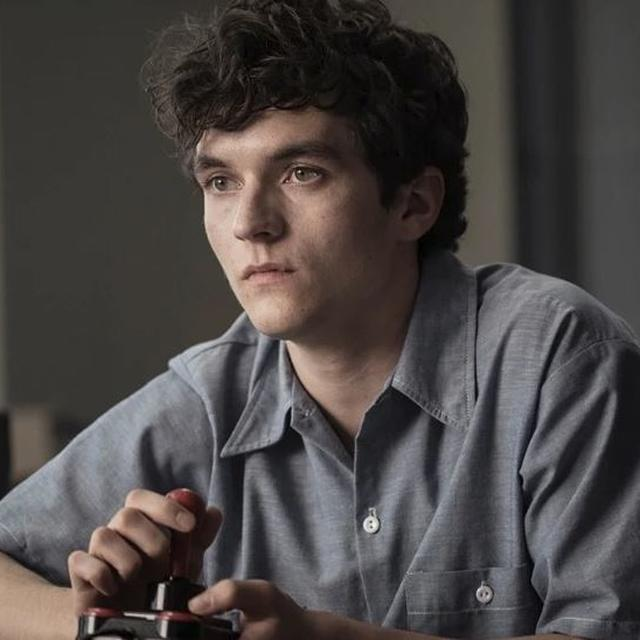 FUTURE OF CINEMA? 'BANDERSNATCH' DROPS ON NETFLIX AND THE UNIQUE STORYTELLING SENDS NETIZENS INTO A FRENZY