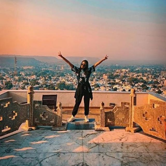 'JUST THE BEGINNING OF THE YEAR, AND THE END OF A NEW FILM!' SONAKSHI SINHA WRAPS UP SHOOTING FOR 'KALANK'