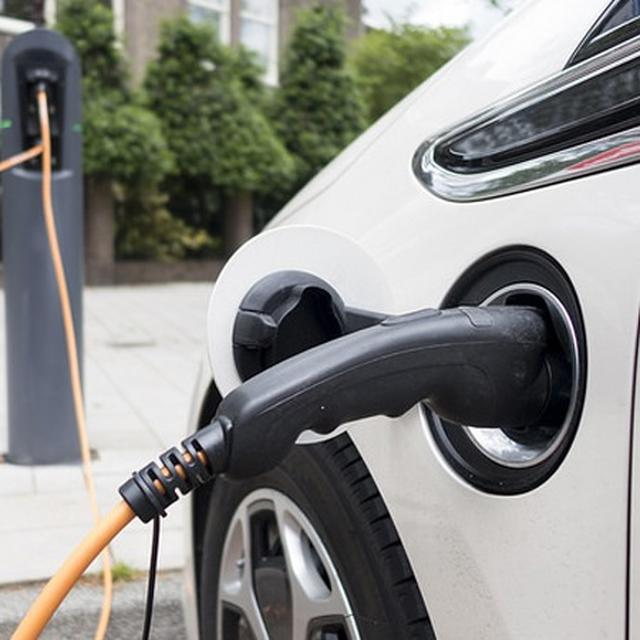 INDIA INVITES CHINESE PARTICIPATION IN ITS PLANS TO EXPAND ELECTRIC VEHICLES