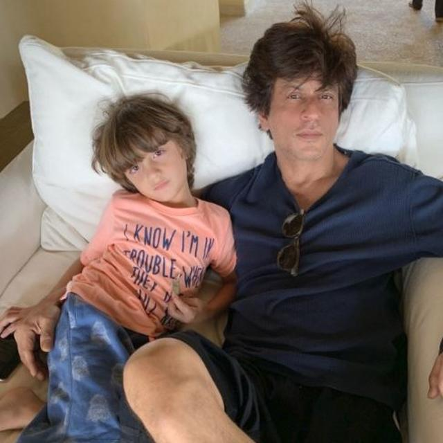 SHAH RUKH KHAN RADIATES MAJOR WEEKEND VIBES WITH SON ABRAM