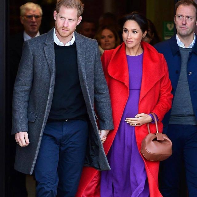 MEGHAN MARKLE, PRINCE HARRY SHARE A SWEET MOMENT WITH WITH BLIND FANS