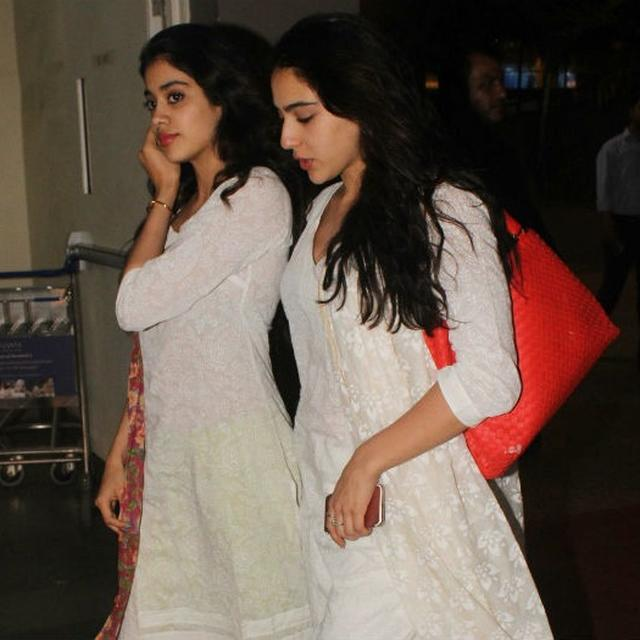 WATCH: PAPARAZZI NAME DROPS SARA ALI KHAN ON JANHVI KAPOOR, HERE'S HOW SHE REACTED TO IT
