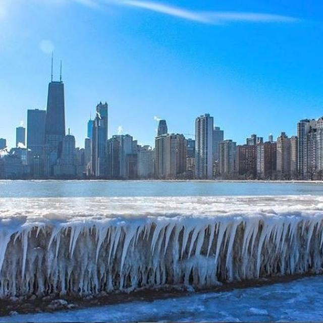 INCREDIBLE: BOILING WATER TURNS INTO ICE IMMEDIATELY WHEN EXPOSED TO THE POLAR VORTEX THAT HAS FROZEN THE US