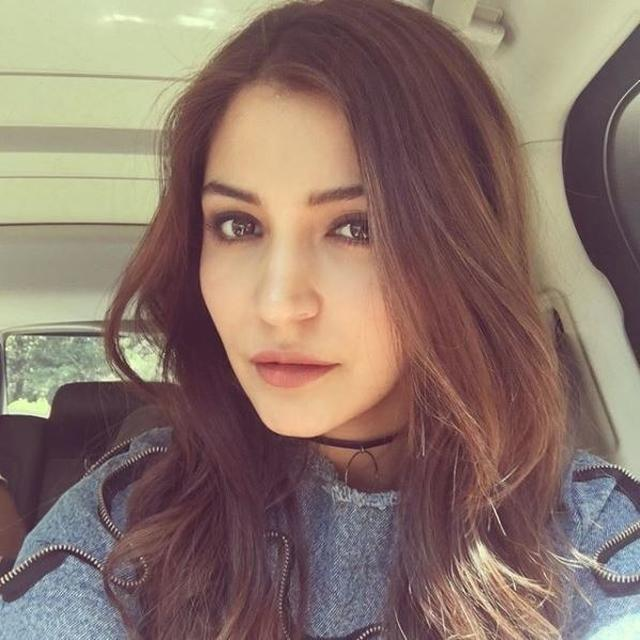 VIRAL: INTERNET SPOTTED ANUSHKA SHARMA'S DOPPELGANGER AND SHE IS THIS GLOBAL CELEBRITY, TAKE A LOOK